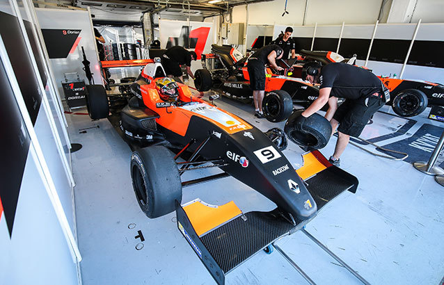Dorian-Boccolacci-stand-NEC-2016-3-Hungaroring-Dutch-Photo-Agency.jpg